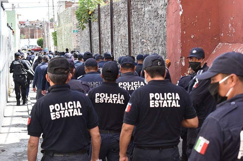 Ofrecen histórico aumento a policías