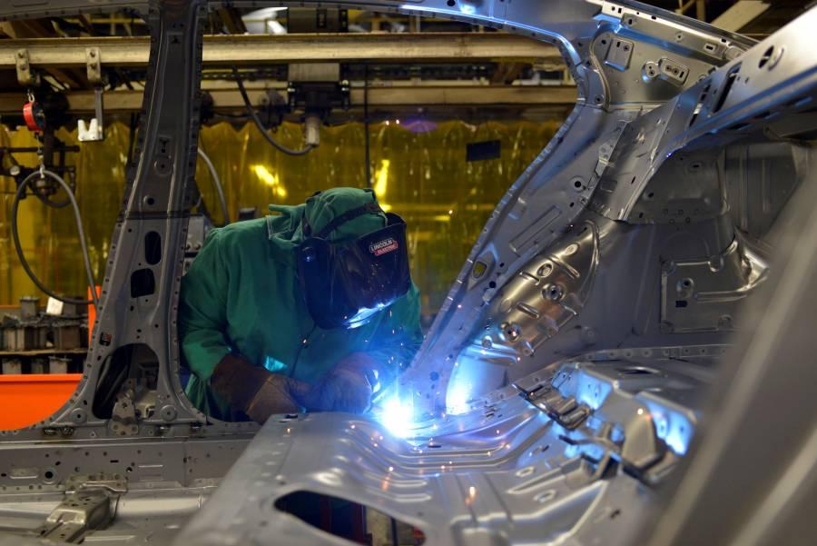 Vamos rápido, estamos saliendo: AMLO; industria empuja recuperación: Inegi