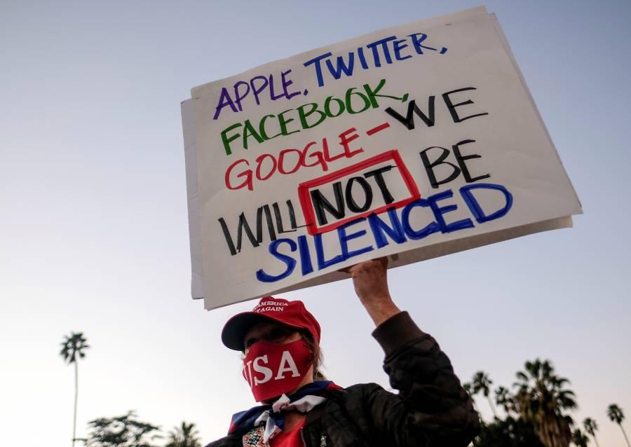 Veto en Trump, golpea a la libertad  de expresión: analistas y políticos