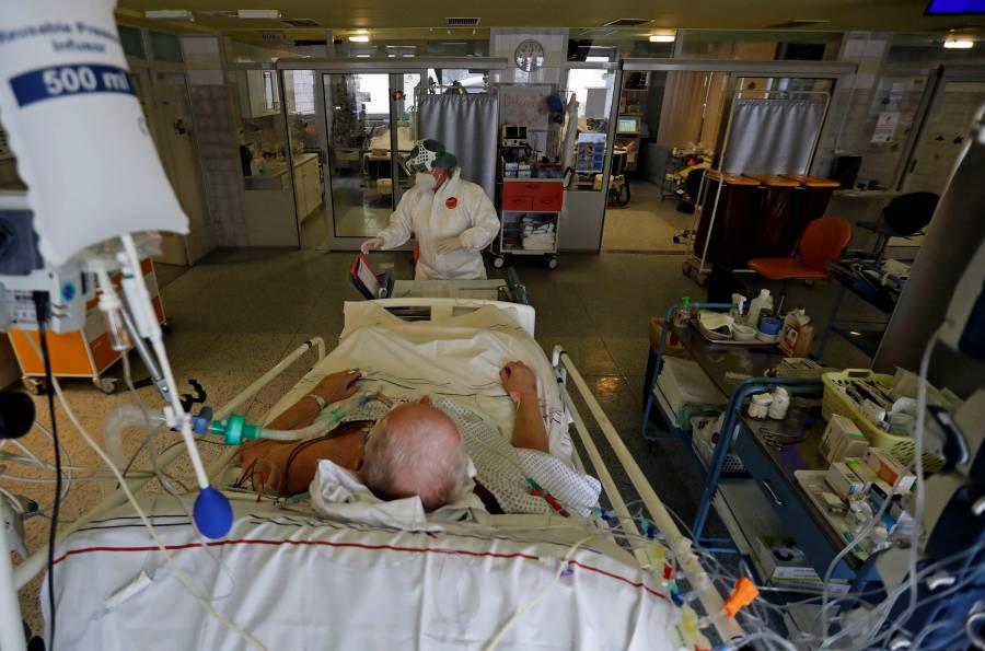 OMS: Contagios globales de Covid cayeron 50% en 5 semanas