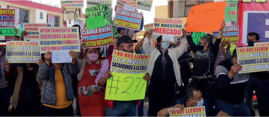 Intimidaciones y sobornos, acusan locatarios de Amalucan