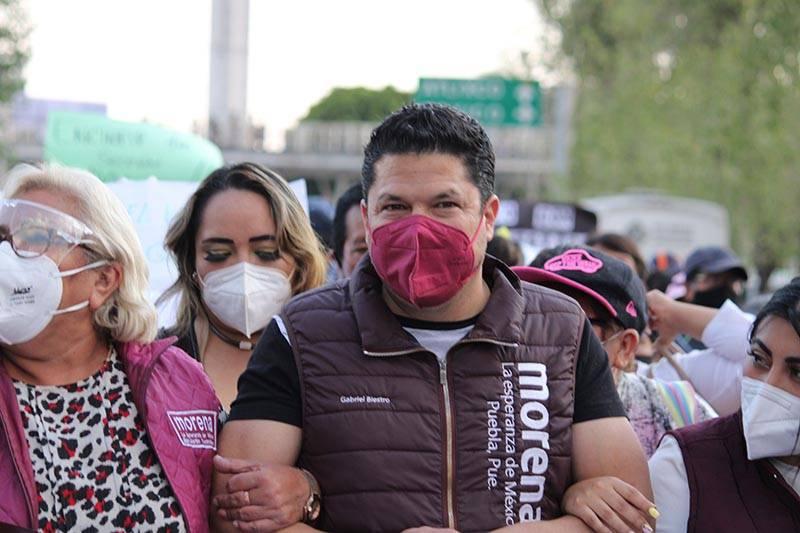Encabeza Biestro marcha contra imposición de candidatura de Claudia Rivera