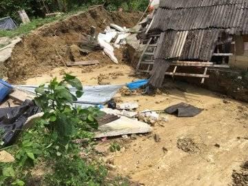 Evacúan a 40 personas por deslave en Hueytamalco; no se reportan heridos