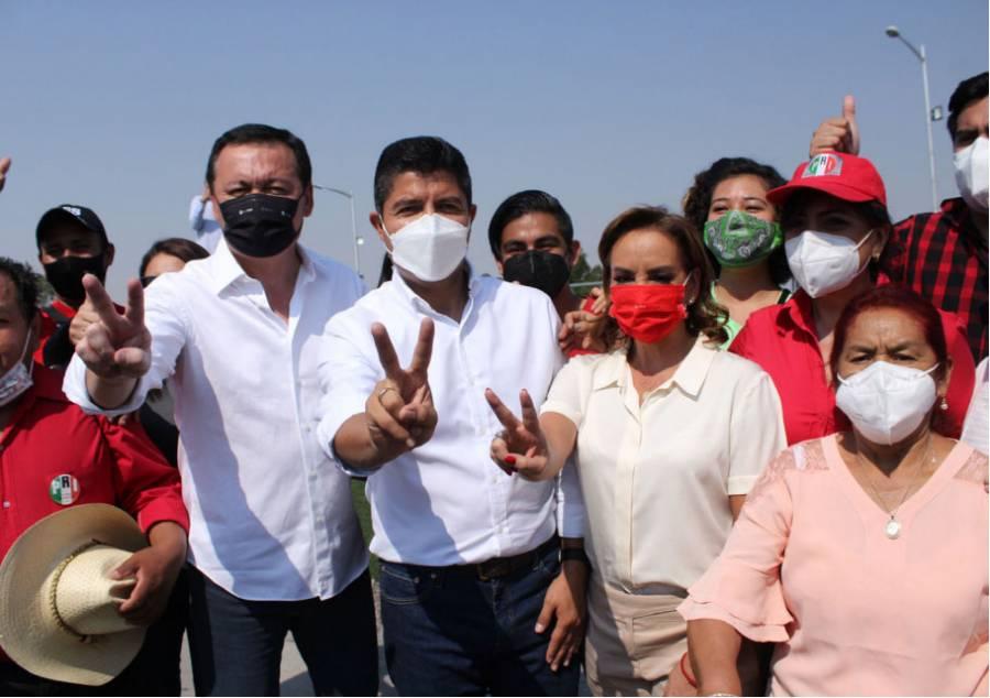 Candidatos, IP y regidores contra Claudia Rivera por riña de ambulantes