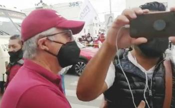 Equipo de campaña de Claudia Rivera agrede a reporteros